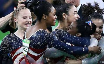 RIO DE JANEIRO, BRAZIL - AUGUST 09:  Simone Biles (2nd R) of the United States is congratulated by her team mates after competing on the floor during the Artistic Gymnastics Women's Team Final on Day 4 of the Rio 2016 Olympic Games at the Rio Olympic Arena on August 9, 2016 in Rio de Janeiro, Brazil.  (Photo by Lars Baron/Getty Images)
